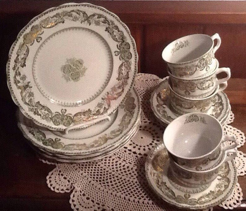 six 9 Dinner Plates Madras green and gold Antique New Wharf Pottery England and 5 cups and saucers