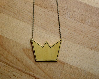 Wooden keychain, crown shaped, hand painted and hand cut