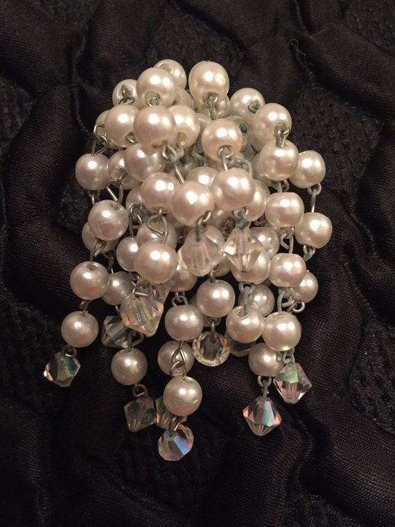 Beautiful 1960's vintage faux pearl and glass bead brooch