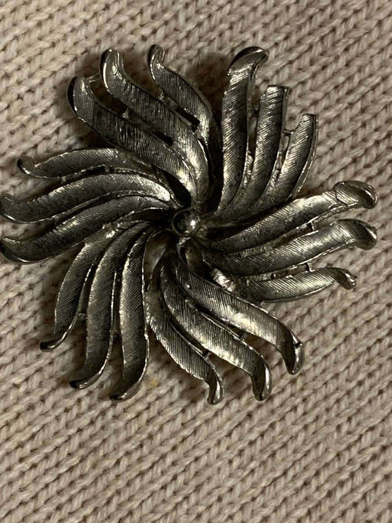 Flower Brooch in Silver Metal