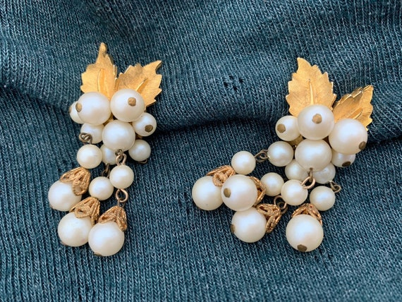 Vintage gold clip on earrings with pearl beads and moveablw leaves