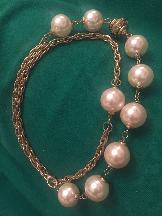 Chunky pearl necklace/choker