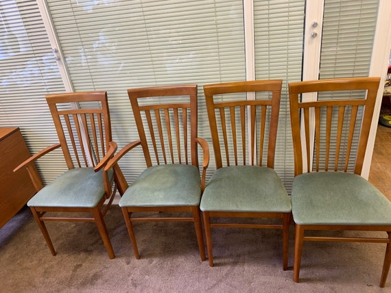 Set of 4 stag chairs,2x carvers 2x chair with some repair buyer to collect or arrange courier from CR04AA