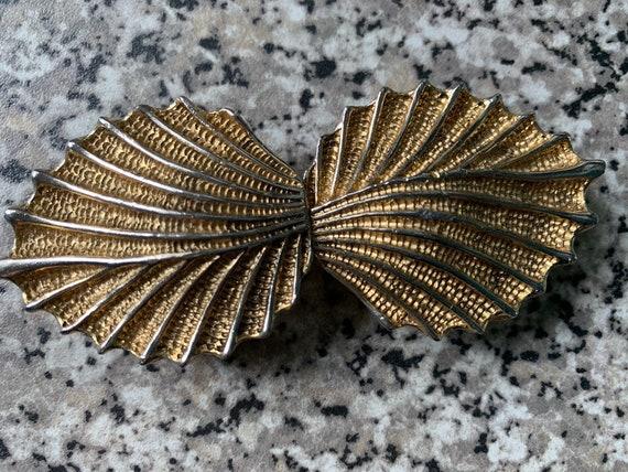 Gold raised leaf belt buckle