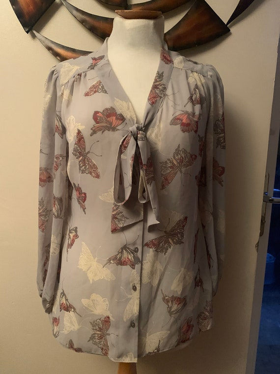 1980's vintage Pretty butterfly  bow blouse. size uk 12/medium