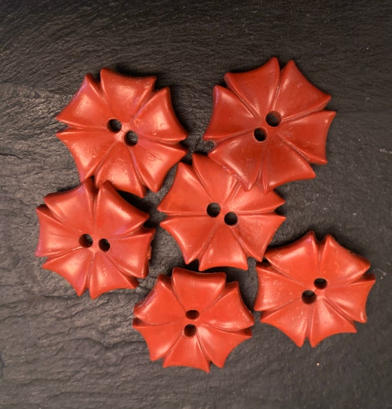 Set of six vintage flower buttons