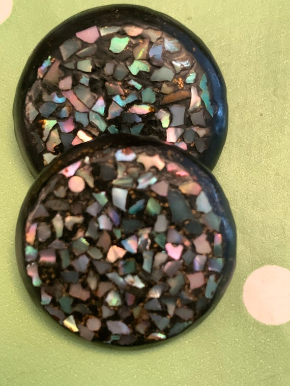Pair of Mother of Pearl inlaid buttons buttons