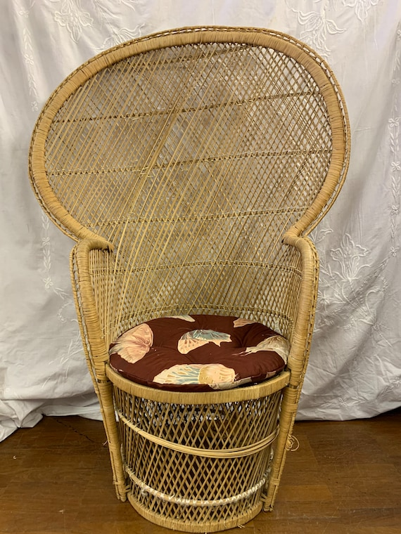 Vintage 1970's peacock chair, restoration project. Buyer to collect
