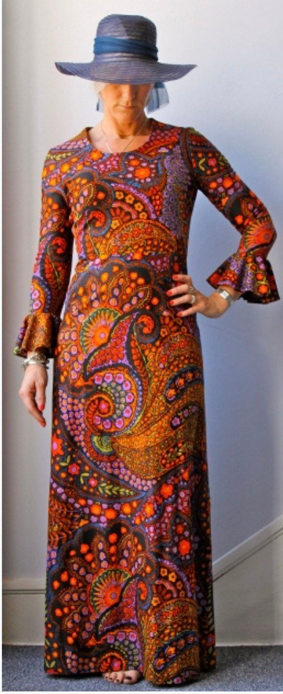 Stunning 1970's paisley dress by Marie Moore. size uk 12