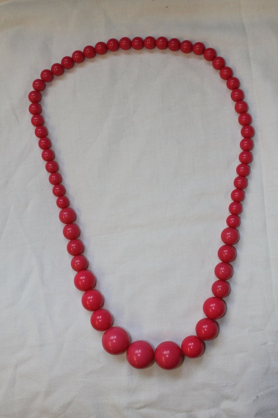 Chunky Pink Hand-threaded Vintage Retro Beaded necklace