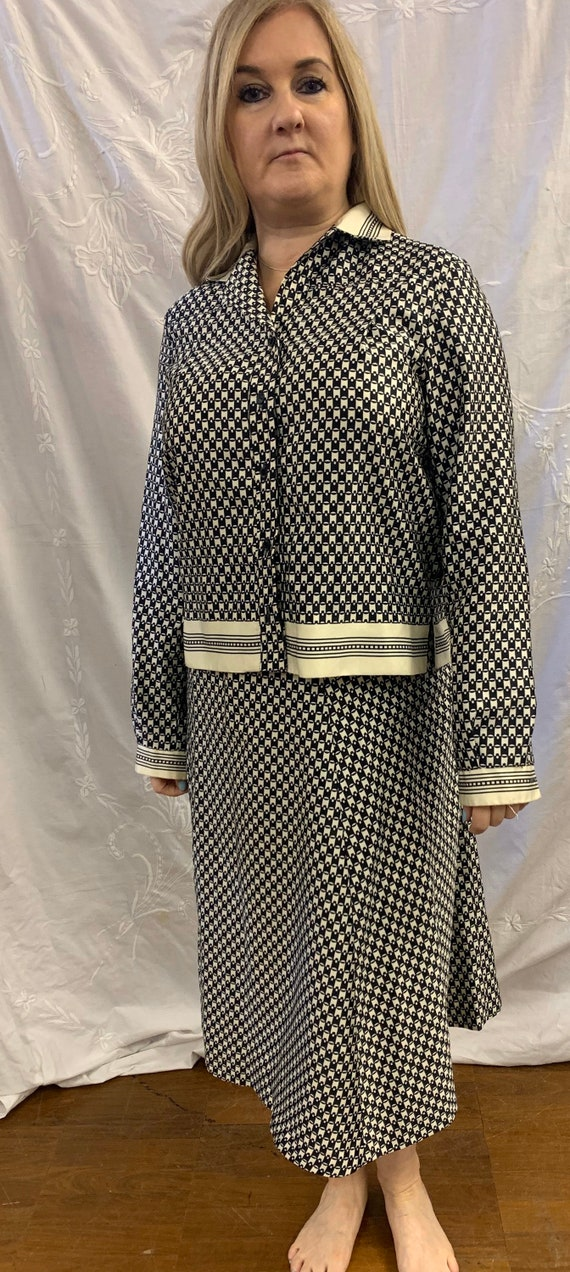 Vintage 1960's two piece black and white skirt suit size 12