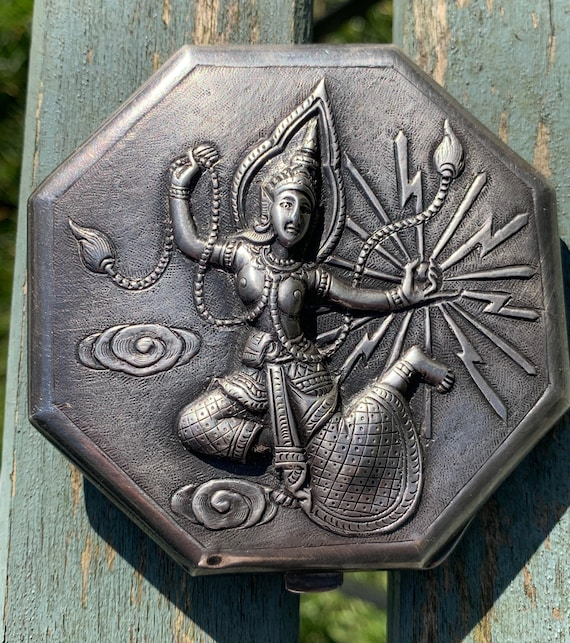 1930's Sterling silver powder compact by E Seng Chong, made in Siam with Indian Goddess