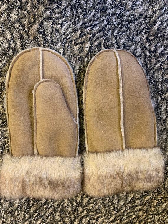 Vintage fur mittens