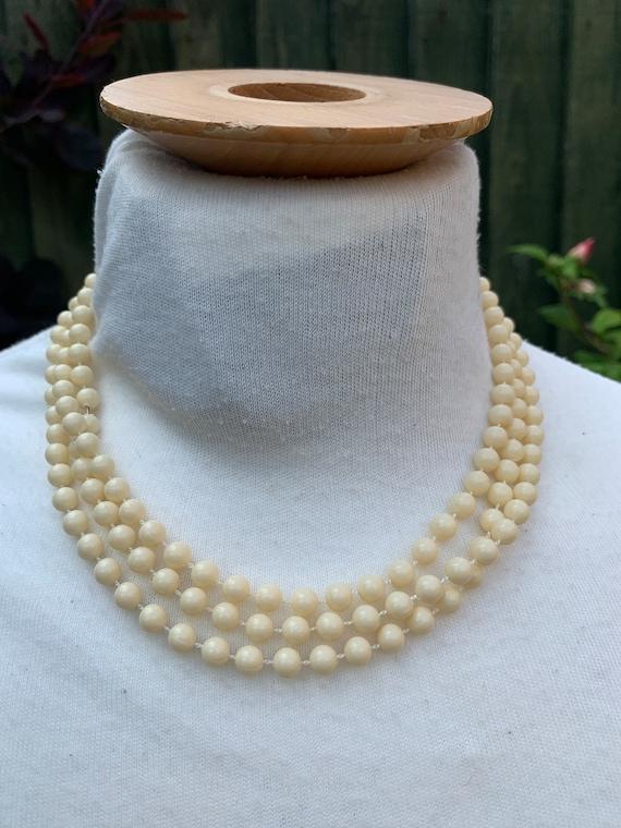 Vintage 1960's single strand beaded necklace