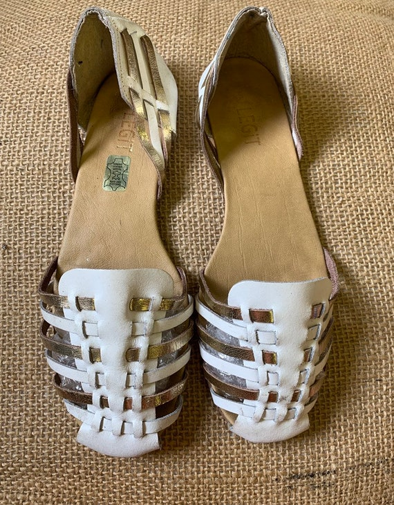 Vintage white and gold  leather sandals size 6.5 made by Legit