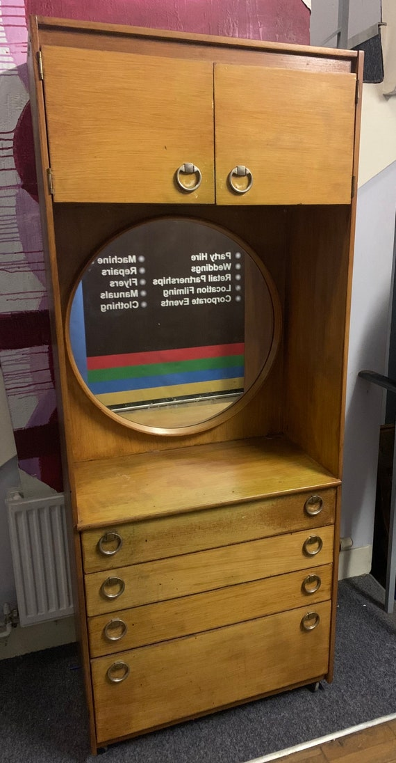Funky Mid century retro vintage schreiber bedroom unit, with round mirror and drawers. Buyer to collect or arrange courier from CR04AA