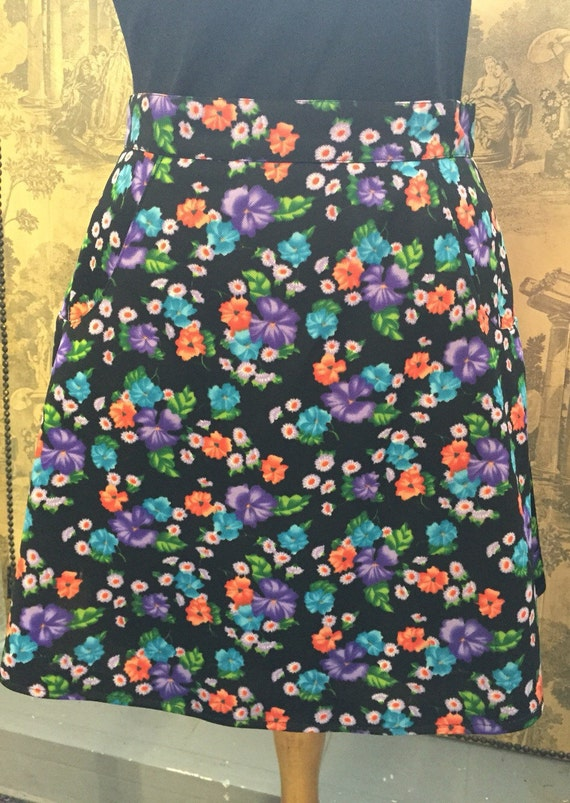 Pretty 60's Floral  a line skirt with pockets