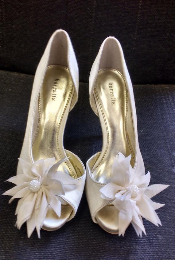 Vintage Barratts Shiny White Fabric High Heels With Flower Decor UK Size 5