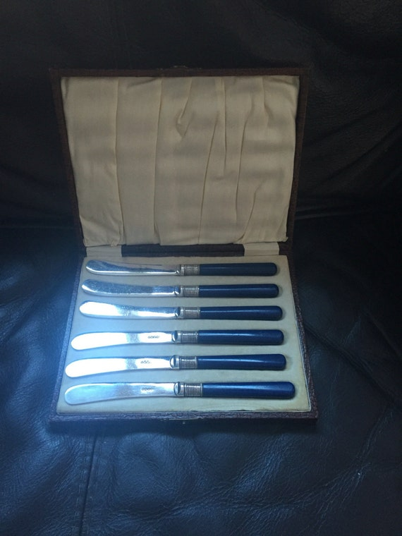 Vintage Boxed set of six butter knives