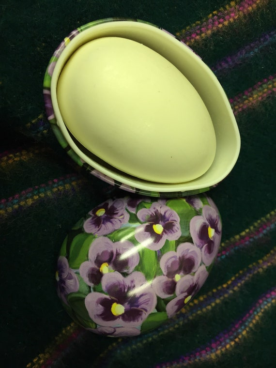 Palma violet soap in a tin