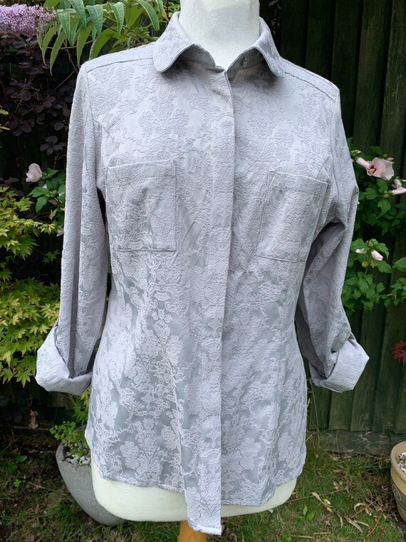 Gorgeous embossed style bouse with turn up sleeves size 16