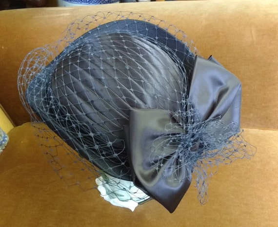 Vintage C&A Dark Blue Navy Fascinator Hat With Netting and Bow, Pleated Top