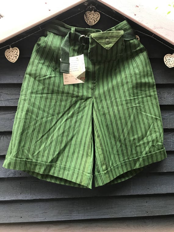 """Vintage 1980's sriped green shorts woth matching belt bag size 30""""-32"""" waist size 10-12"""