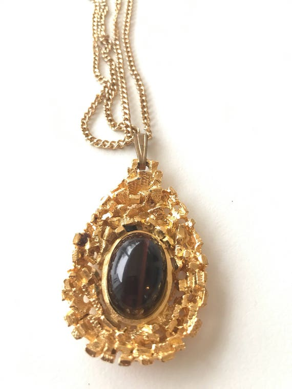 Tigers eye gold metal necklace