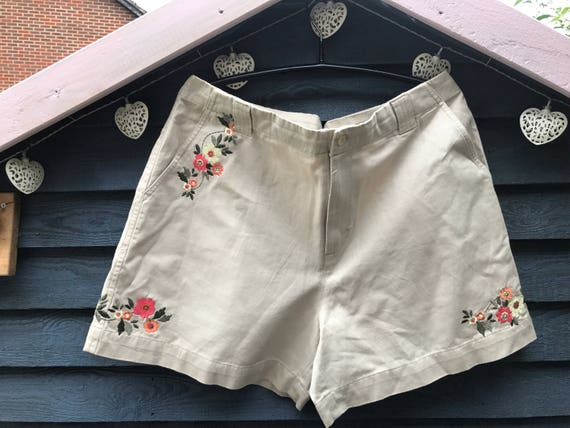 Vintage shorts with embroidery flowers size 14-16