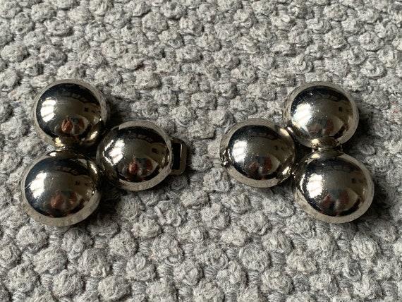 Silver circle belt buckle