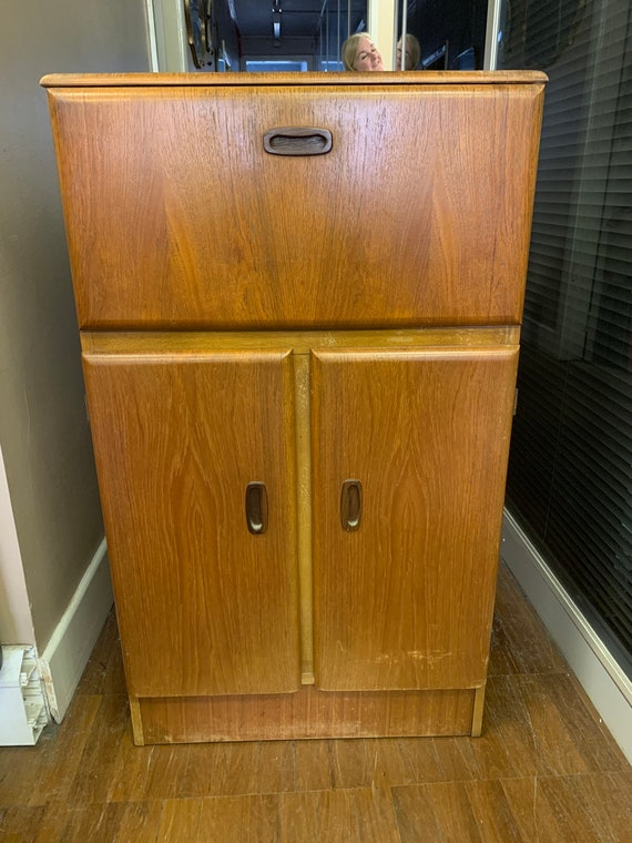 1950's retro freestanding bar buyer to collect or arrange courier from CR04AA