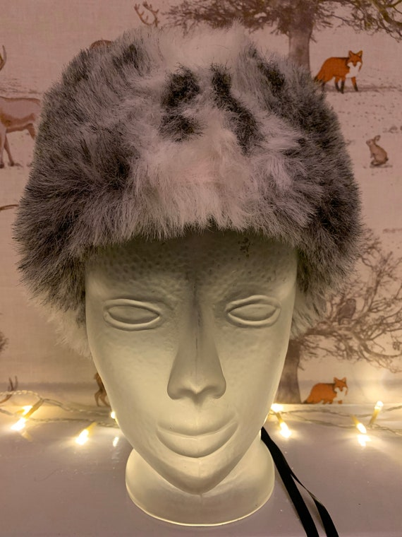 Vintage 1980's Faux fur white and grey winter hat