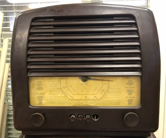 Vintage G.E.C baker light radio, fab theatre/TV prop   (untested)