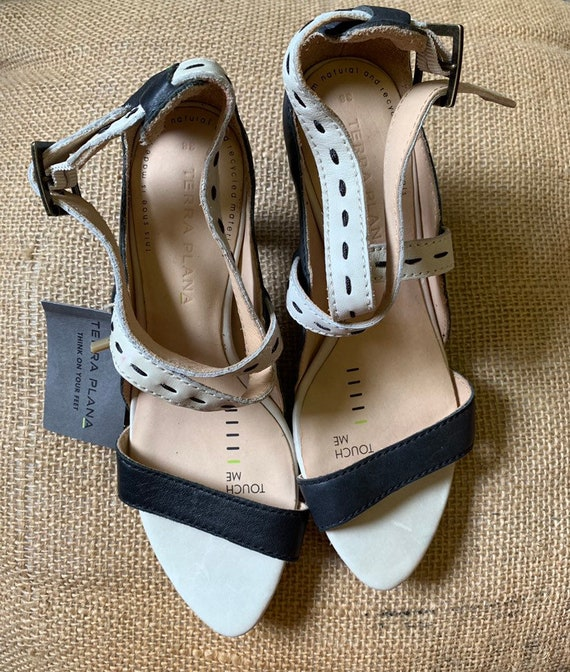 Vintage black and white leather strappy sandals   size uk 5/38 bt Terra Plana