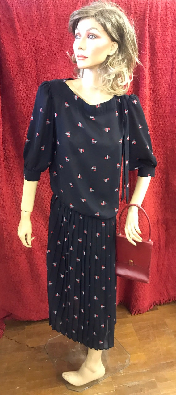 Beautiful sheer dress with pleated skirt size uk 12