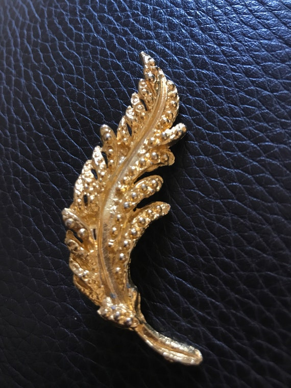 1960's Feather brooch in gold metal