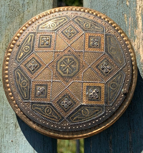 1930's  powder compact with an Islamic pattern