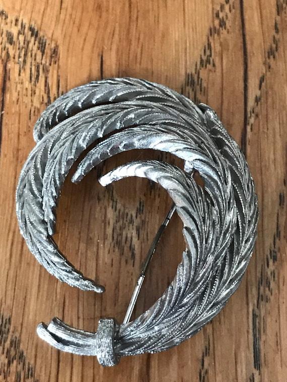 Vintage leaf brooch in silver metal 394