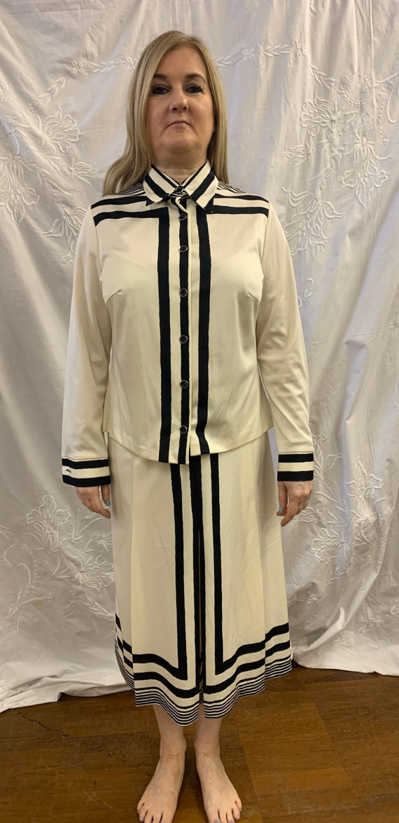 Vintage 1960's two piece black and white skirt suit size 14-16