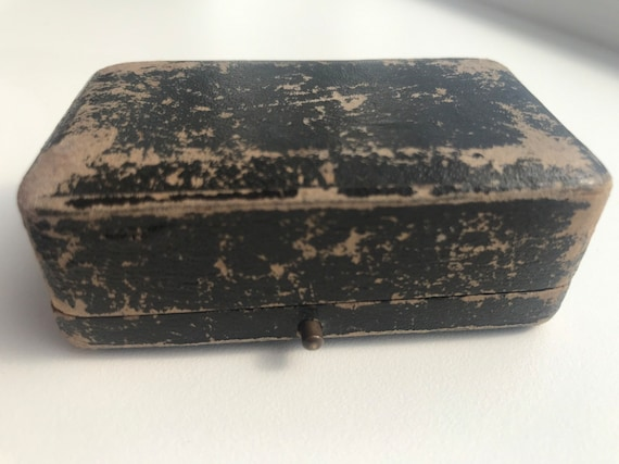 Vintage black jewellery box for a tie pin or brooch