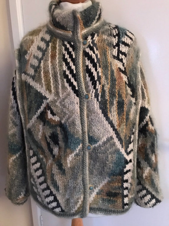 Abstract vintage chunky knit cardigan size 12-16