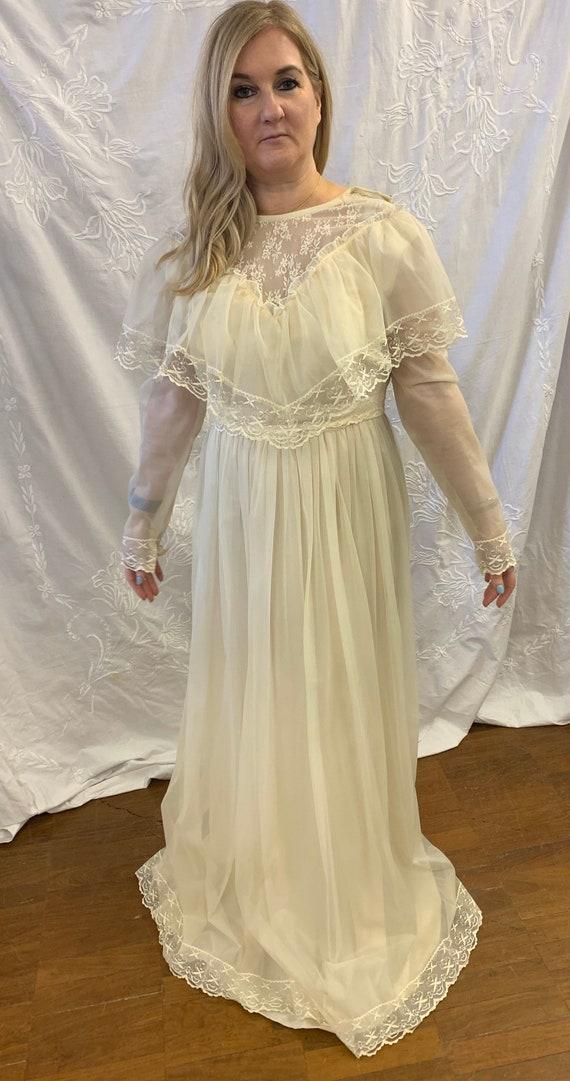 Beautiful vintage wedding dress size Uk 10-12