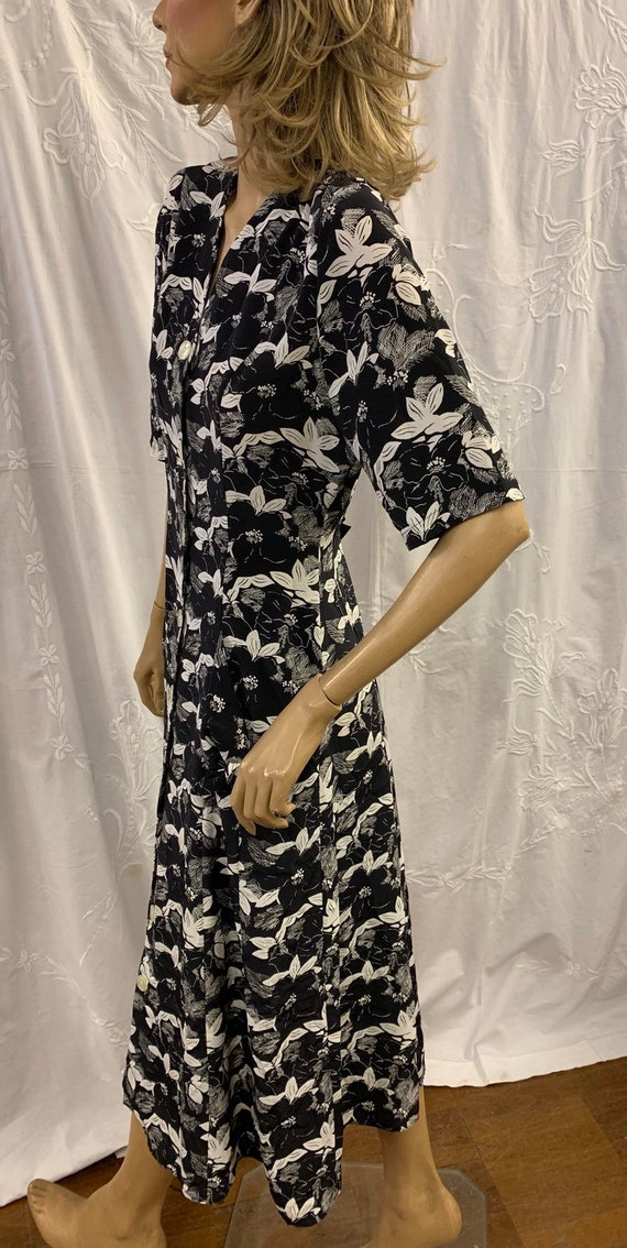 Black and white floral print 80's dress size 12 by Amari