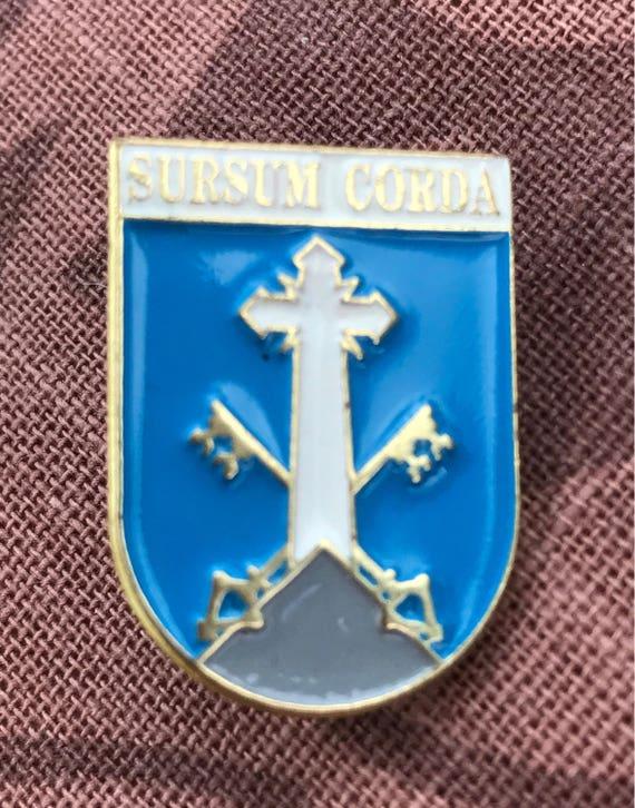 Surs corda enamel pin badge