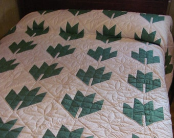 Vintage Leaf Quilt Hand Sewn Green /& White