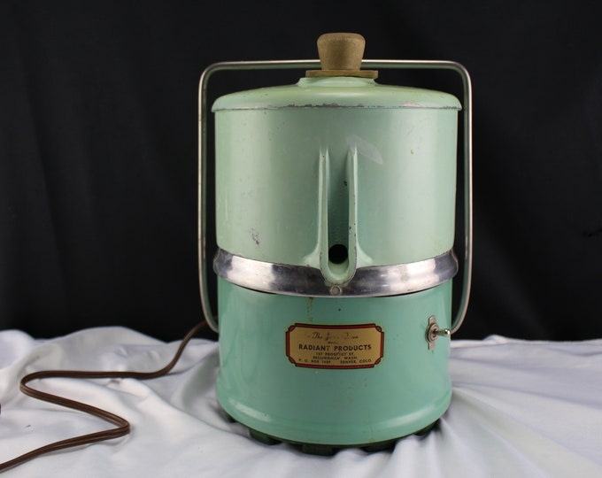 Retro Kitchen Mid Century Mint Green Retro Juicer Juice Queen Radiant Products Model G.