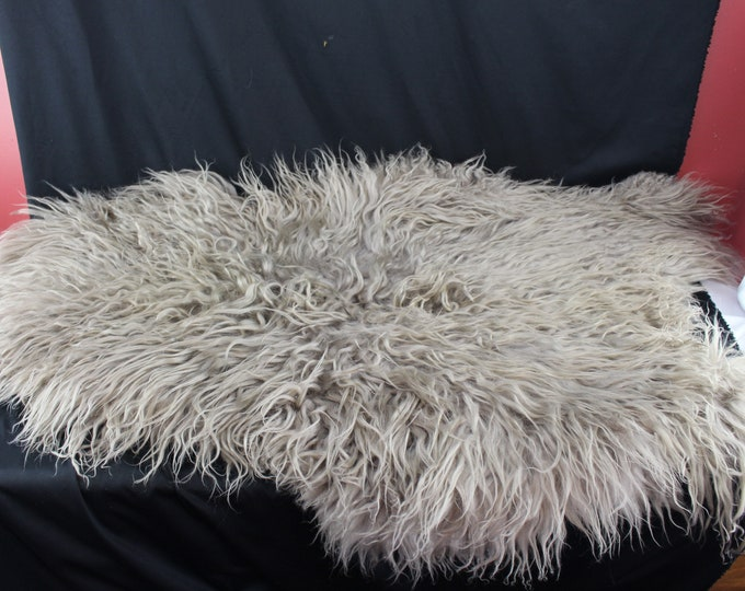 Irish Long Curly Coat Sheepskin Rug Throw German White Tanned Only 60 Per Year Taken Specialty Breed