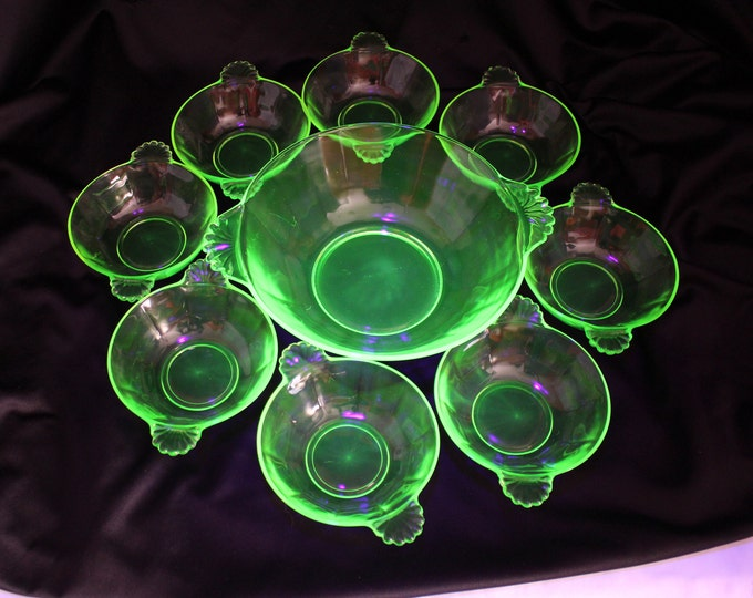 Vintage Anchor Hocking Berry Bowl Set Vaseline Green Master with 8 Bowls-Collectible EAPG