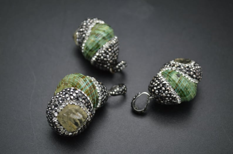 1pc Outstanding Green Snail Pendant Paved Pyrite and Black Crystal Beads DIY Necklace making materials Fashion jewelry supplies