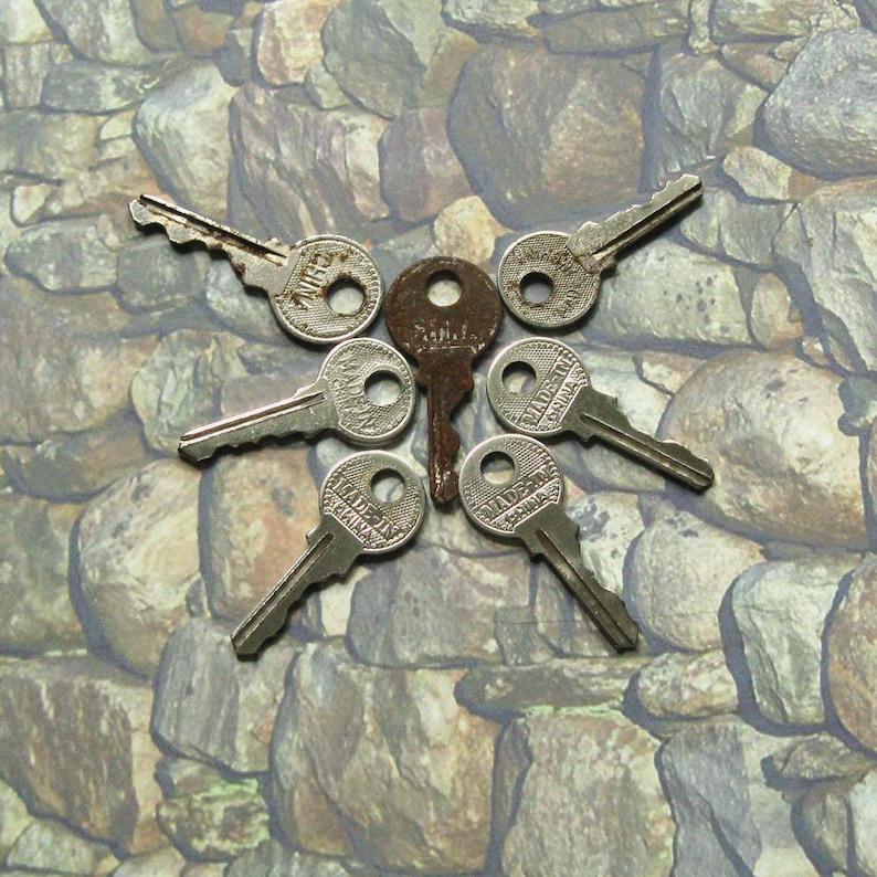 Hardware Salvage Small Old Keys Vintage Authentic Keys Vintage Hardware Vintage Flat Keys Primitive Keys Vintage Key Set